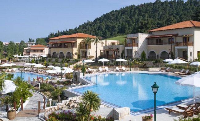 По мнению туристов лучший отель 5 звезд на этом курорте Aegean Melathron Thalasso Spa Hotel 5* на самом южном полуострове Кассандра.