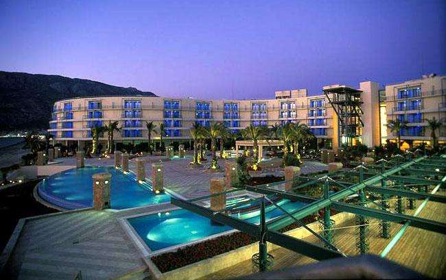 По мнению туристов лучший отель на курорте Лутраки Club Hotel Casino Loutraki 5*