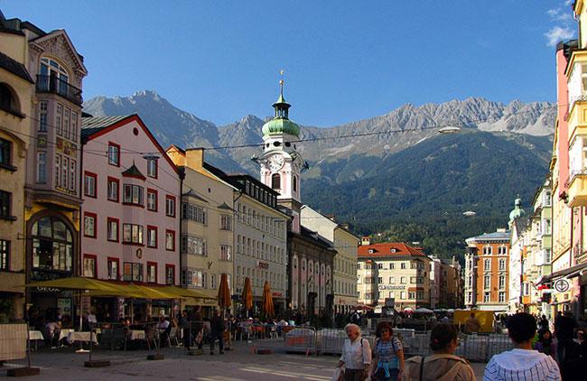 Инсбрук – старинный австрийский город, чье название впервые упоминается в 1180 году