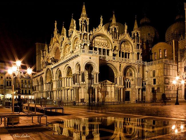 Главным религиозным сооружением Венеции является собор святого Марка – покровителя города